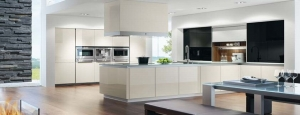 kitchen-display-in-vida-05-panna-gloss-acrylic-with-black-gloss-worktop-units1