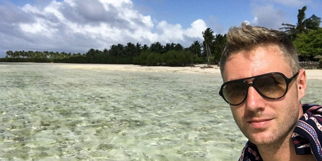 Meet the man who made £1.5MILLION by blogging his way around every country on the planet